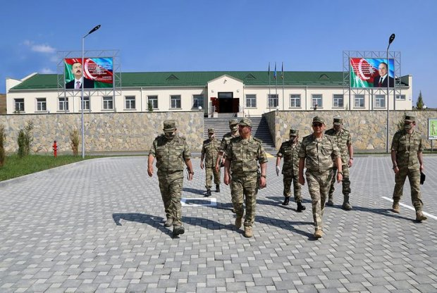 Zakir Həsənov cəbhəboyu zonadakı hərbi hissənin açılışında (FOTO)