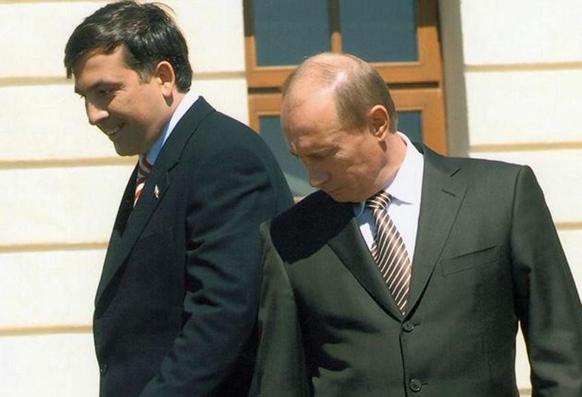 Putin məni qaranlıq otağa apardı və... - Saakaşvili