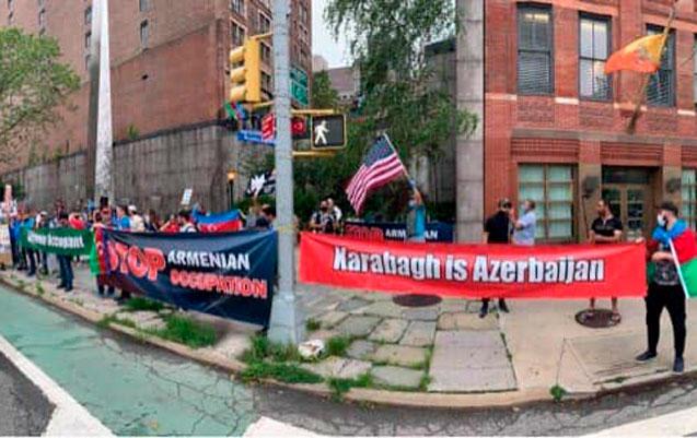 Azərbaycanlılar bu dəfə Nyu Yorkdakı erməni konsulluğunun önündə etiraz etd ...