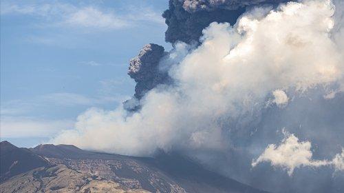Etna vulkanı yenidən püskürdü